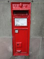 DE6 86 - a Victorian postbox.