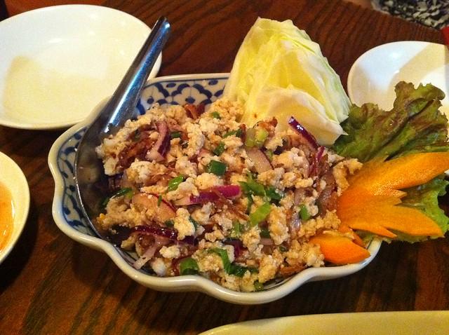 鳥挽肉のサラダ