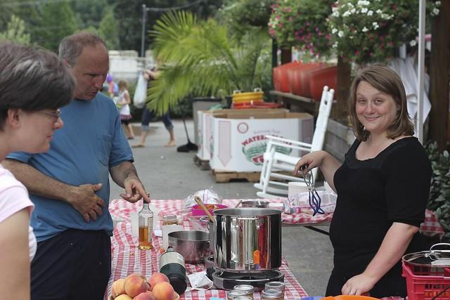 peach salsa demo at Linvillla