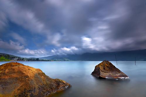 longexposure bali lake motion nature water clouds indonesia landscape danau efs1022mm beratan bedugul ulundanu outdoorphotography candikuning canoneos50d hoyandx400 hitechfiltersgnd
