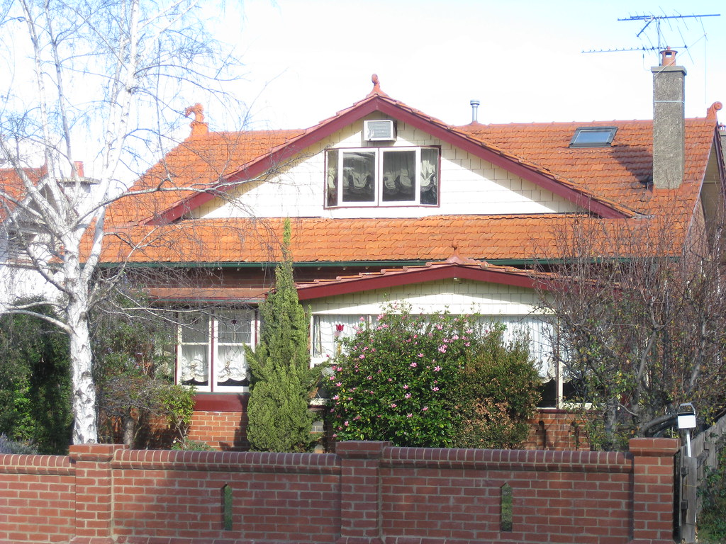 A Large Arts and Crafts Villa - Essendon