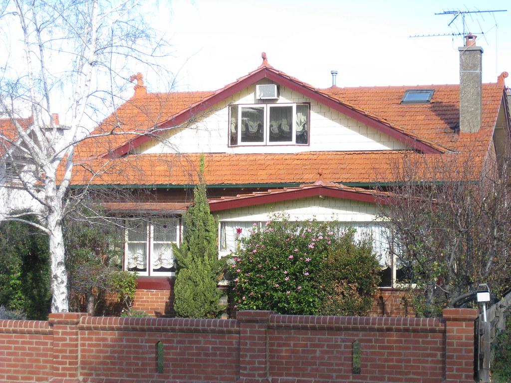 A Large Arts and Crafts Villa - Essendon