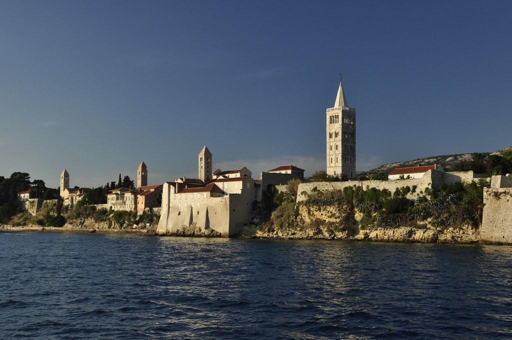 Poput broda - Rab i njegove crkve - Like a ship - Rab and its churches