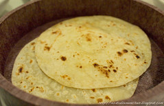 bread(0.0), gã¶zleme(0.0), paratha(0.0), pupusa(0.0), arepa(0.0), baked goods(0.0), naan(0.0), bazlama(0.0), roti canai(0.0), flatbread(1.0), tortilla(1.0), roti prata(1.0), food(1.0), piadina(1.0), dish(1.0), roti(1.0), cuisine(1.0), chapati(1.0), indian cuisine(1.0),