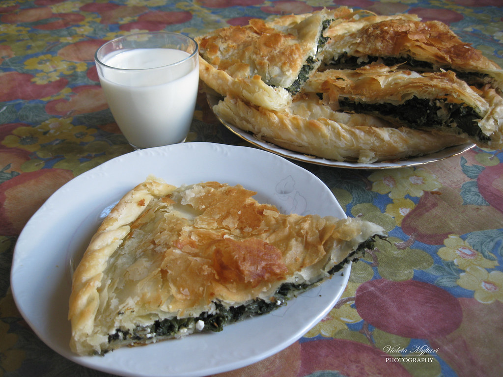 Pite me hitha a photo on flickriver for Albanian cuisine kuzhina shqiptare photos