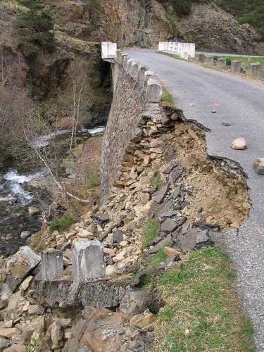 Effondrement d'une route (Hautes-Pyrénées)