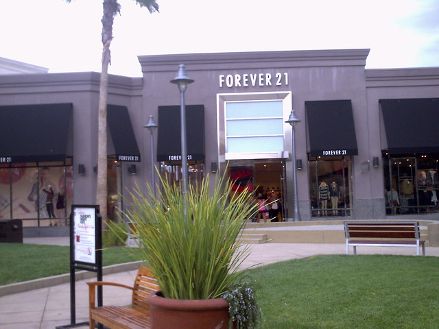Forever 21 Temecula (plaza entrance)