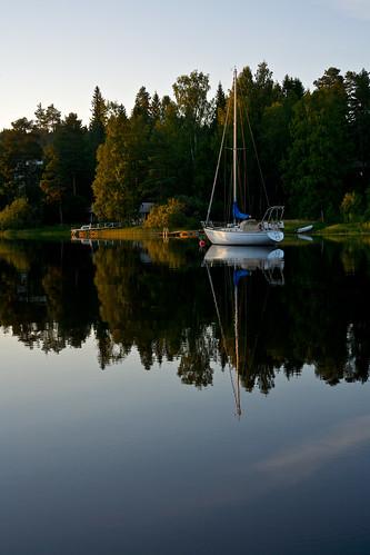 summer lake reflection sailboat reflections suomi finland boat olympus zuiko soe kuopio vene sailingboat purjevene 5035 vuorela om50mmf35macro touraroundtheworld omoneos landscapelovers flickrstruereflection1