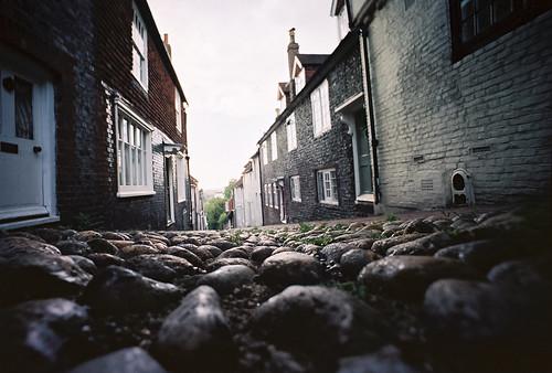street houses england english town lomo kodak stones low wide kodakportra400vc ground wideangle groundlevel portra lewes lomograph lcw kodakportra400 ratseyeview kodakportra lcwide lomolcw lomolcwide roll:name=110823lomolcwvc file:name=110823lomolcwvc04