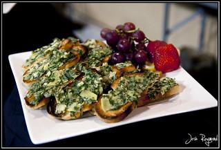 Garlic French Bread w/ Spinach Artichoke Dip @ VidaVeganCon