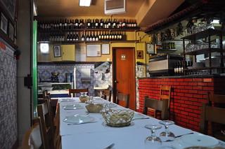http://hojeconhecemos.blogspot.com/2011/09/eat-ze-da-mouraria-lisboa-portugal.html