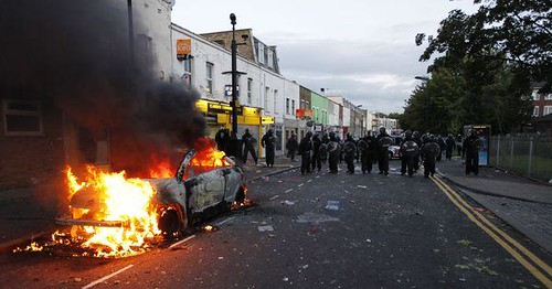 Police car set alight by working class youth in rebellion against the capitalist economic crisis in Britain. The government has ordered 16,000 cops on to the streets in London to put down the unrest. by Pan-African News Wire File Photos