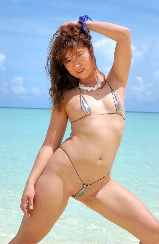 фото азиатки в микро бикини лидер