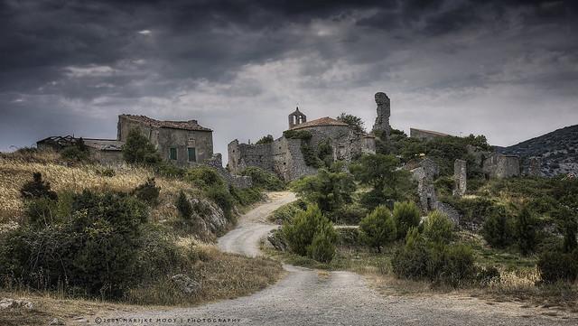 Opoul-Périllos - ruïnedorp/remains of a village
