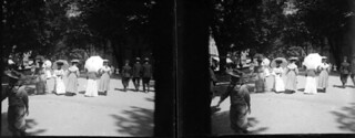 Elégantes sur les allées de Villotte, Foix, 14 juillet 1905