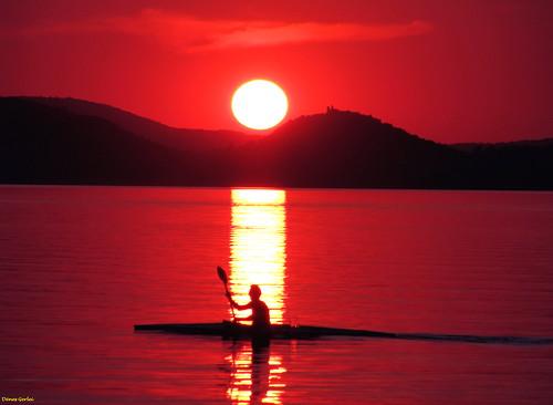 sunset summer mountain lake reflection colors hungary balaton pire magyarország rowingboat szigliget thegoldengallery fonyód topshots diamondclassphotographer flickrdiamond canons5is saariysqualitypictures denesg1 platiniumpeaceaward flickrsportal flickr´sportal