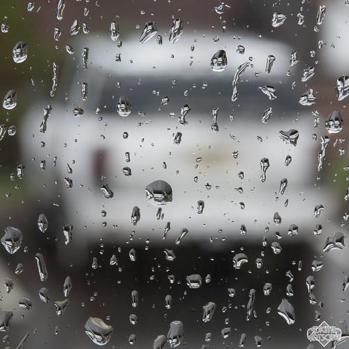 storm window water glass rain truck canon eos rebel droplets drops parkinglot upsidedown drop raindrops irene trailblazer magnified suv raining raindrop magnify flipped xsi magnification project365 450d alltypesoftransport