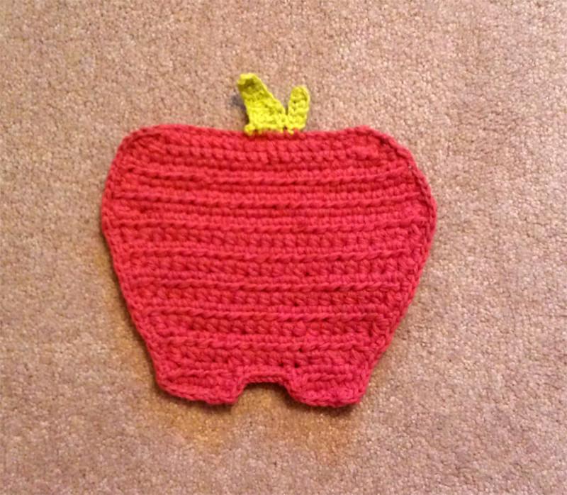 apple potholder | sugar n' cream cotton yarn  Pattern found
