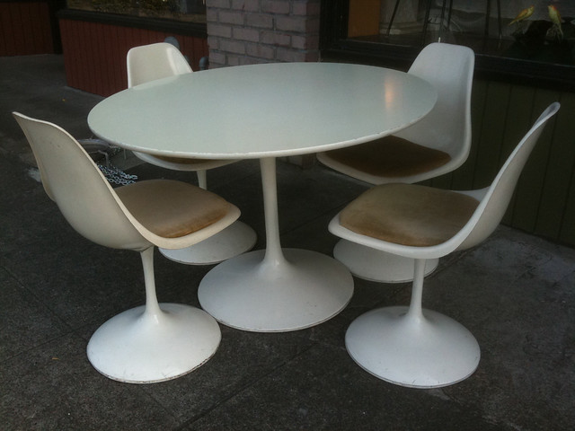1960 s Burke Tulip table and chairs