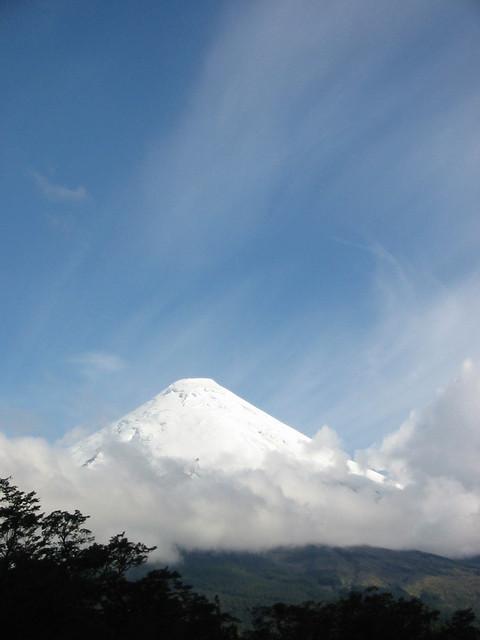 Los Saltos del Rio Petrohué: Volcán Osorno