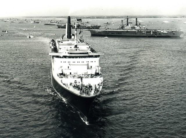 QE2 Reviewing HMS Ark Royal (R09) HMS Hermes (R12) HMS Fearless (L10) HMS Tiger (C20)  HMS Glamorgan (D19) Silver Jubilee Spithead Fleet Review 1977
