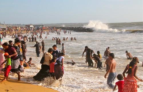 life people beach fun crowd wave sri lanka negombo earthasia