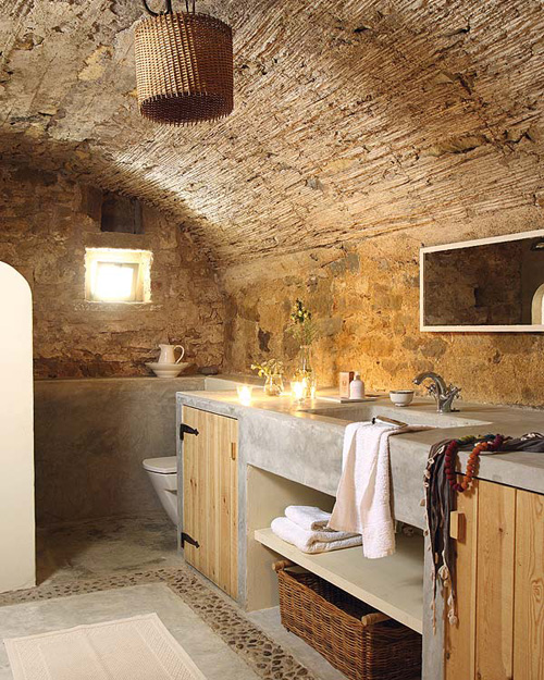 An old renovated spanish farmhouse the style files for Spanish style master bathrooms