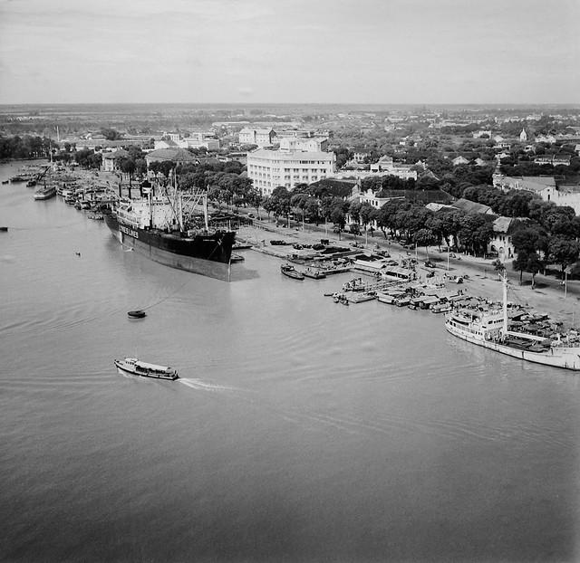 Saigon 1955 - Photo by Raymond Cauchetier