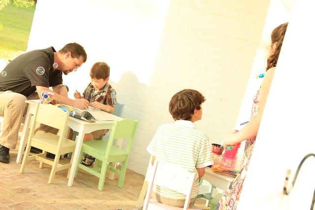 12 ways to entertain kids at your wedding on @offbeatbride