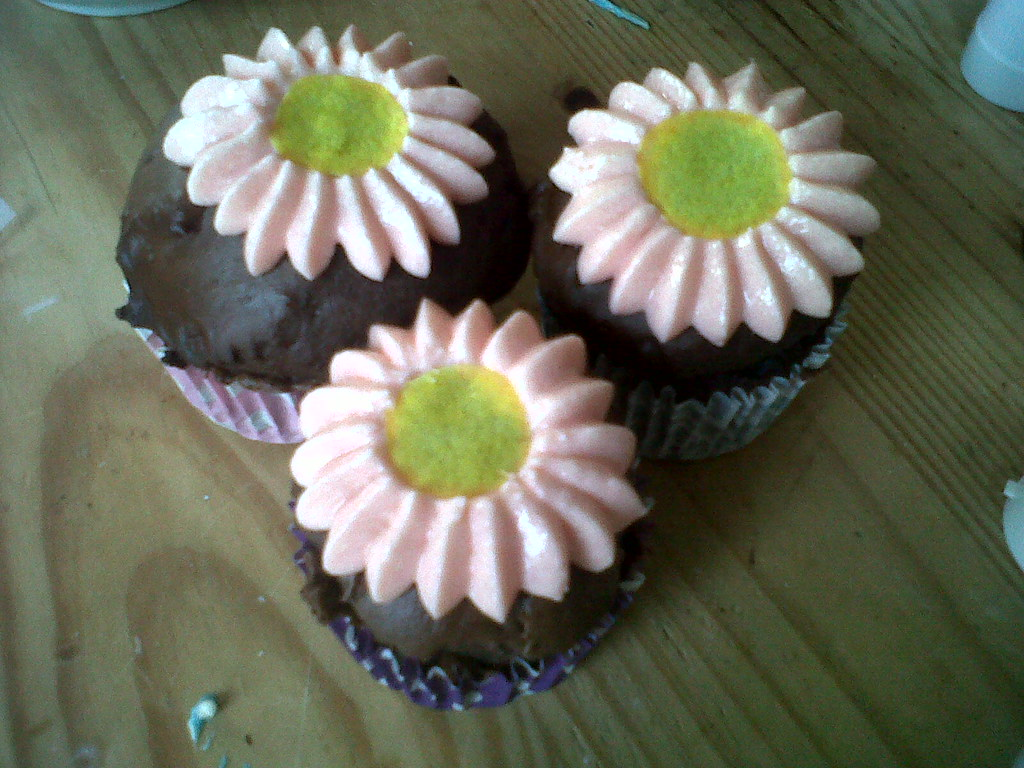EDIBLE FLOWERS FOR CUPCAKES FOR CUPCAKES