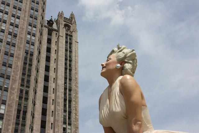 Marilyn Monroe Statue