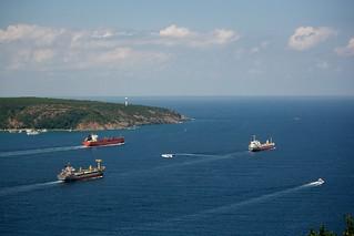 Racing boats towards the Black Sea