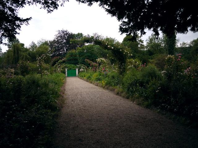 Monet garden arch