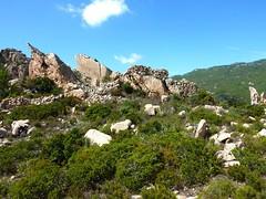 Castellu Muratu : les restes de l'enceinte Est depuis l'extérieur