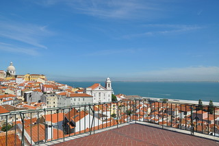 http://hojeconhecemos.blogspot.com/2011/09/do-largo-das-portas-do-sol-lisboa.html