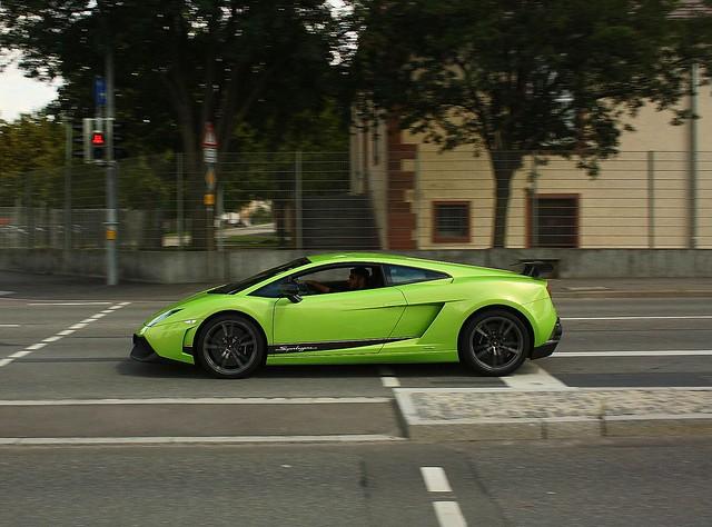 Lamborghini Gallardo LP 570-4 Superleggera Panning!