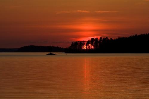 sunset red sky lake black water forest canon finland landscape fire sigma surface burn midnight tele behind saimaa satanen easternfinland itäsuomi suursaimaa kyläniemi isosaimaa salpauselkä