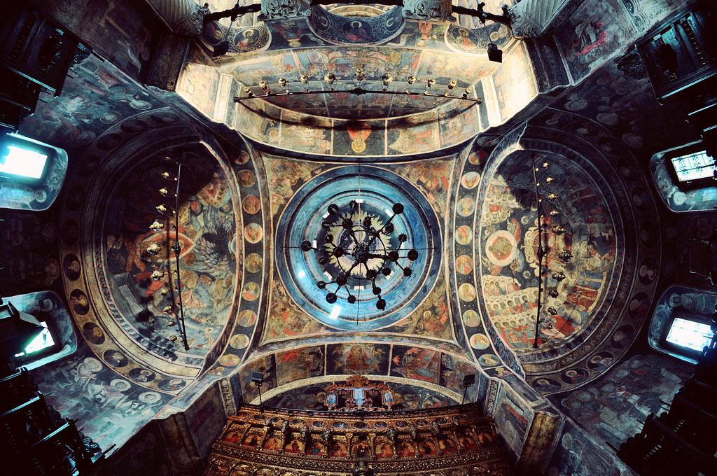Interior de Stavropoleos, por fusion-of-horizons. Fuente