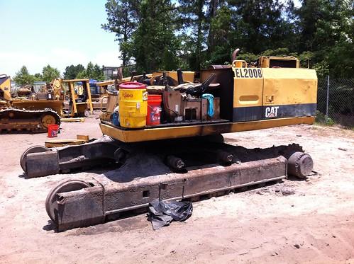 container caterpillar dozer heavyequipment komatsu excavator 40container containerizeequipment shippingequipmentoverseas howtoshipheavyequipment containerizedequipment equipmentdismantling willanexcavatorfitina40footcontainer containerizationofequipmentmachinery