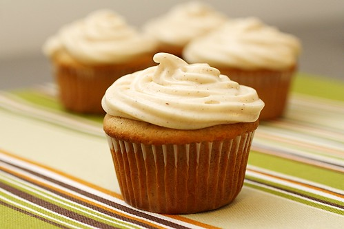 Banana Cupcakes with Cinnamon Cream Cheese Frosting | A Dash of Sass