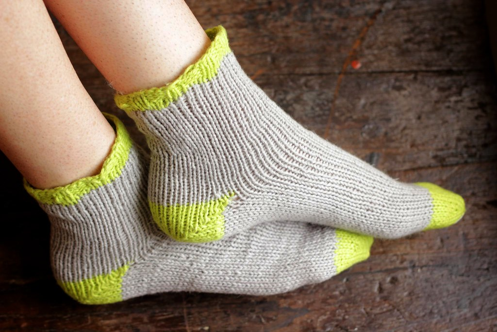 A Common Thread   knit pattern: summer socks DIY
