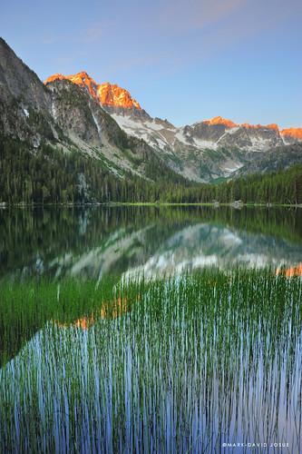 lake sunrise reeds washington nikon unitedstates hiking backpacking 24mm wenatchee leavenworth alpenglow alpinelakeswilderness mountstuart lakestuart d700 markjosue
