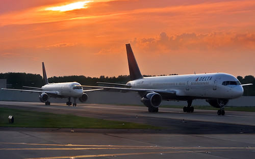 Delta 757's at Sunset