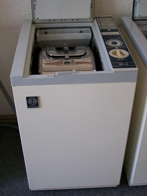 Ddr 80er jahre waschmaschine vollautomatic flickr for Sideboard 80er jahre