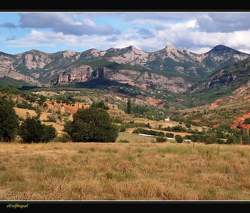 Pre  Pirineo  con  Nubes al Natural