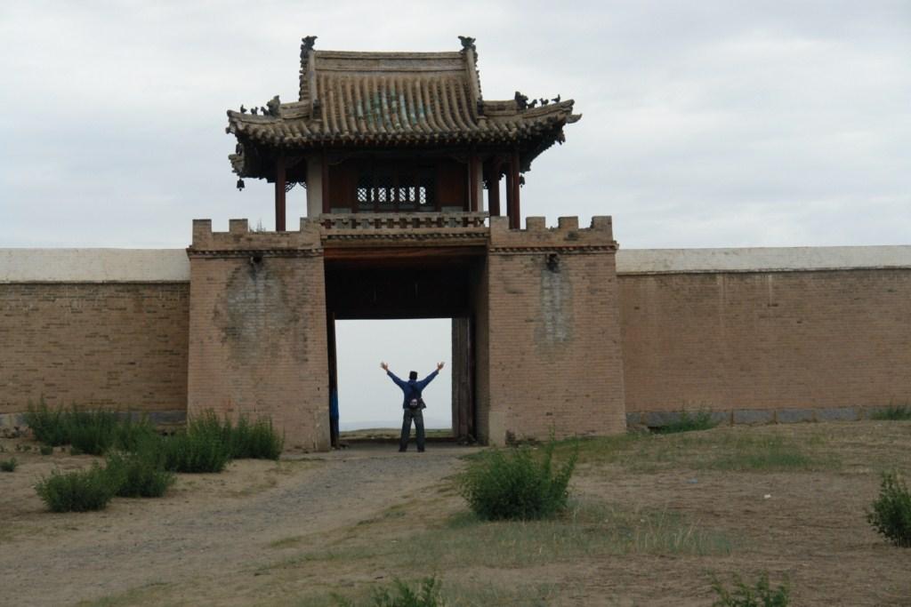 Puerta norte de la vieja muralla de estupas del monasterio de Erdene Zuu erdene zuu, el inicio sagrado del imperio mongol - 6059010347 70c3931fbb o - Erdene Zuu, el inicio sagrado del imperio Mongol