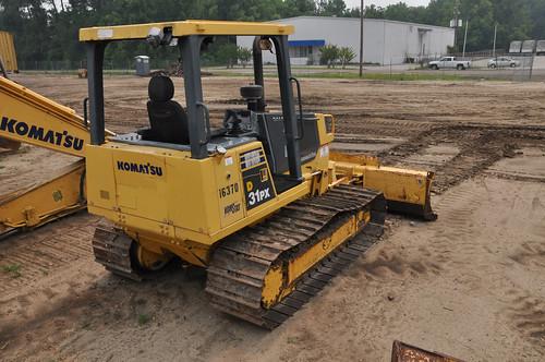 machinery dozer heavyequipment komatsu bulldozer constructionequipment komatsudozer bigironequipment komatsuequipment komatsud31bulldozer bigironshippingyardjacksonville