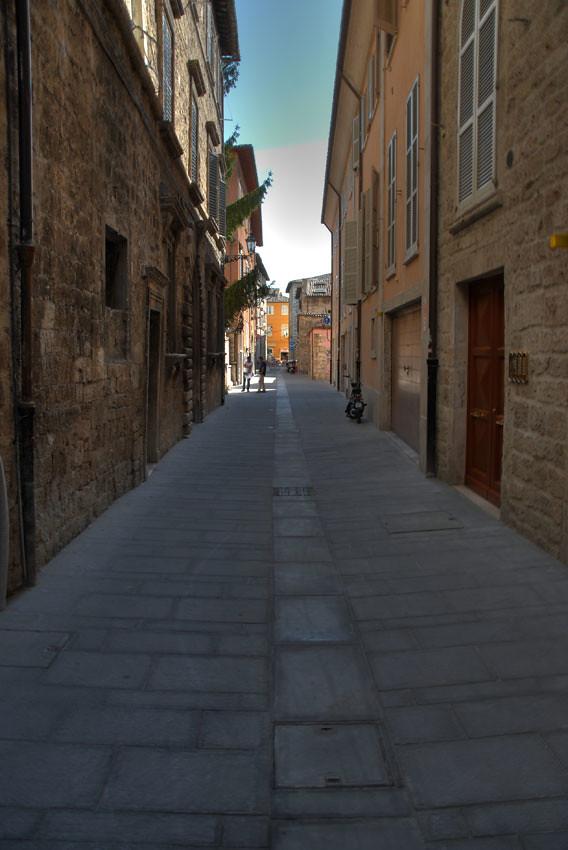 Ascoli com'è: via Nicolò IV, la nuova pavimentazione è quasi pronta! (sept. 2011)