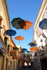 Secuencia: En esta calle nunca llueve. It never rains on this street.