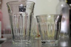 liqueur(0.0), champagne stemware(0.0), drink(0.0), pint (us)(0.0), lighting(0.0), alcoholic beverage(0.0), old fashioned glass(1.0), pint glass(1.0), drinkware(1.0), distilled beverage(1.0), glass(1.0),